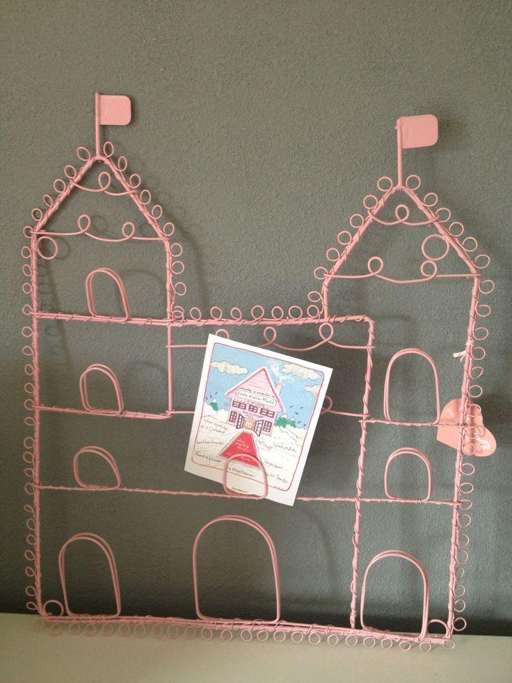 Super leuk kaartenrek voor in een meidenkamer!  Deze neemt muurmetstijl ook mee naar de Bonte wintermarkt op 9 november. Kom je ook?