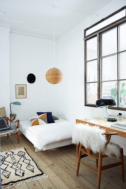 The Scandinavian Home - Een boek van blogger Nikki Brant. Het boek gaat over Scandinavische interieuren, die geinpireerd door licht, maar waarin vorm en en functie worden gecombineerd om een praktisch interieur te creëren.