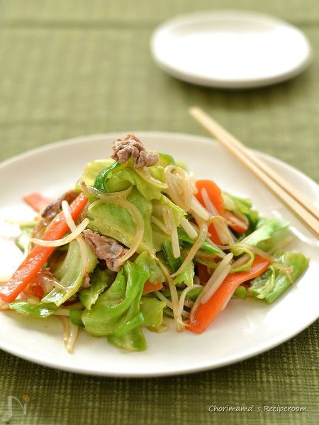 特急ごはんの定番「野菜炒め」。  野菜のシャキッと感を持続させるコツは、魔法の粉!  野菜の水分を美味しくコーティングしてくれるだけでなく、味付けのお手伝いも。