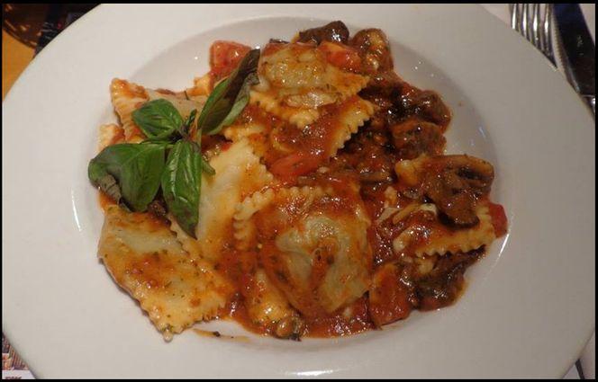 Ravioles con tomate y champignon