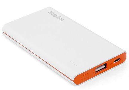 Caricabatterie Portatile Universale USB da 5000mAh: comodissimo caricabatterie portatile per mantenere il tuo cellulare carico ovunque di trovi. Riesce a completare 2 cicli di carica completi di un iPhone 5.  #idee #regalo #originali #geek #nerd
