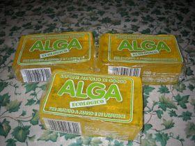 Questo e' il sapone alga ecologico che ho comprato stamani ben 3 panetti. Il sapone alga e' a base di olio di cocco glicerina e acqua, nient...