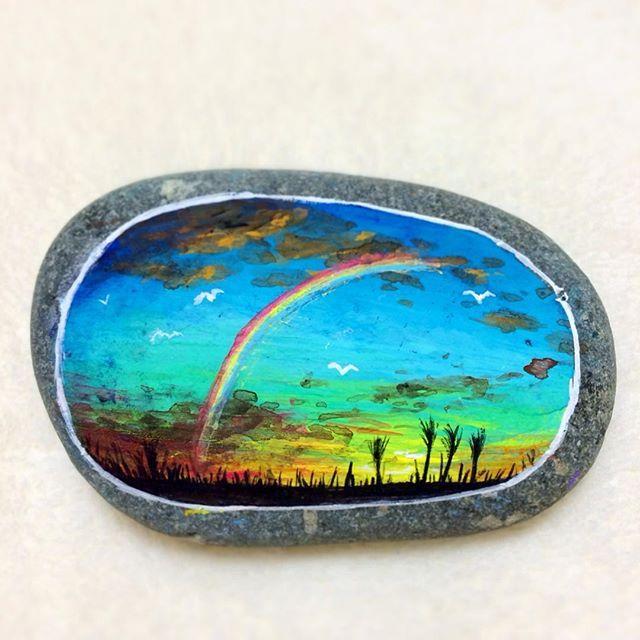 Stone painting - Autumn evening - #秋 #秋空 #夕空 #夕暮れ #夕焼け #空 #虹 #ススキ #石 #小石 #石ころ #石ころアート #ストーンアート #絵 #絵画 #イラスト #アート #アクリル画 #アクリル絵の具 #アクリルガッシュ #ペイント #ハンドメイド #autumn #sky #painting #acrylicpainting #stoneart #stonepainting #paintedstone #rockart