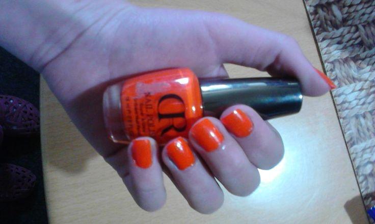 Moje oranžové neonové nehty•