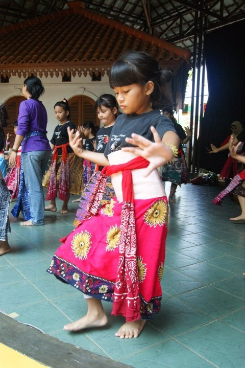 Betawi Dance - http://www.prayingforindonesia.com/ethnic-groups/the-people-of-java/who-are-the-betawi/