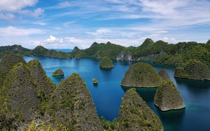 It's not easy to travel to Papua New Guinea. The exact qualities that make the country so attractive to adventurers is precisely what makes it such a challenging destination. Read on for what to expect when making the trip.