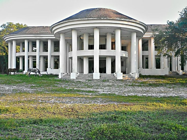 Abandoned mansion in Davie, FL - Who would abandon this!?!?