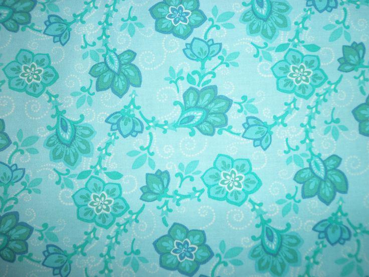 zelené kytky na modré