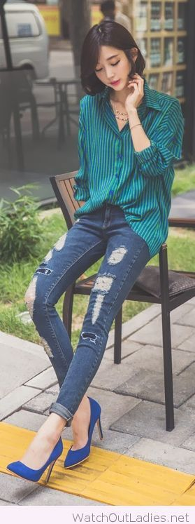 Cool jeans, green shirt and blue pumps