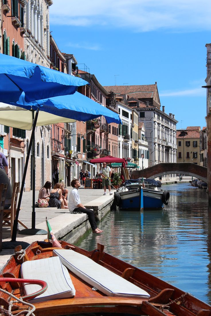 Sitting by a canal in Venice enjoying the spring weather. (picture: Christoffer Volf)