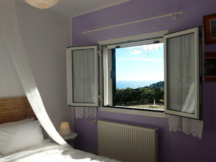 Affitto casa di campagna Diano San Pietro - finestra vista mare camera da letto matrimoniale