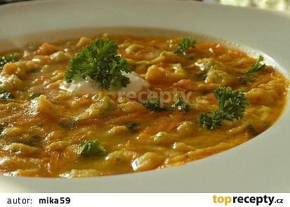 Lehce pikantní drožďová polévka s kapáním recept - TopRecepty.cz