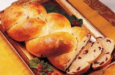 Celebrating Hanukkah tonight? We've got the perfect recipe for Cinnamon 'n Cranberry Challah bread.: Chanukah Recipes, Challah Breads, Braids Breads, Recipes Goldmin, Challah Recipes, Cranberries Challah, Tasti Recipes, Perfect Recipes, Challah Baking