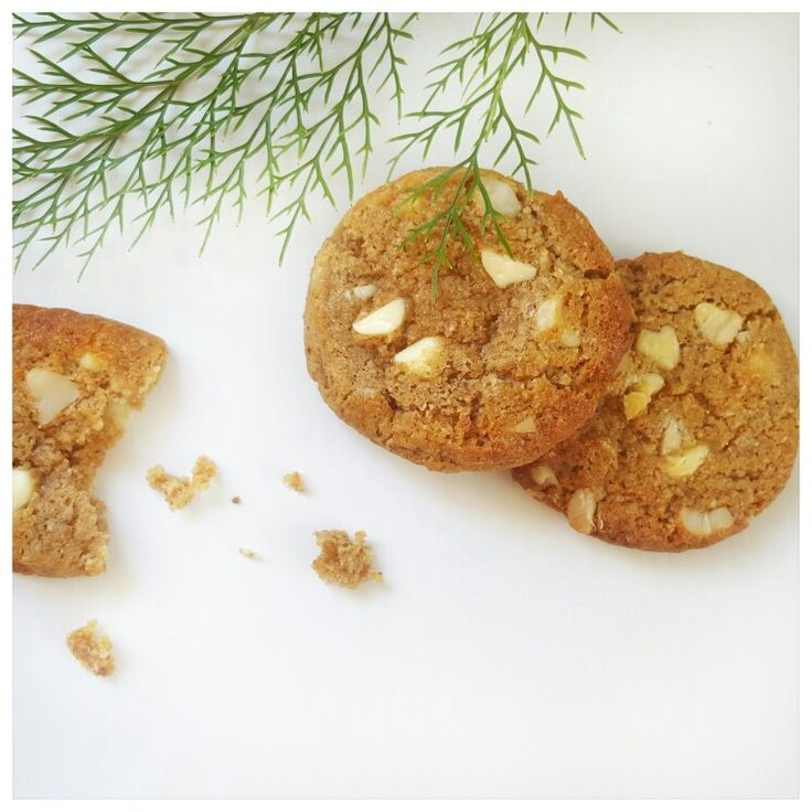 White choc and macadamia nut lactation cookies from The Milk Pantry