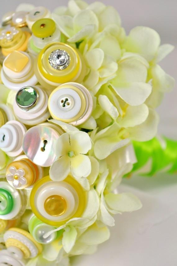 Lemon-Lime Hydrangea Button Bouquet: Lemon Limes, Flowers Bouquets, Button Flowers, Cute Cards, Buttons Flowers, Buttons Bouquets Isn T, Flower Bouquets, Greeting Cards, Bouquets Buttons Jewelry Beads
