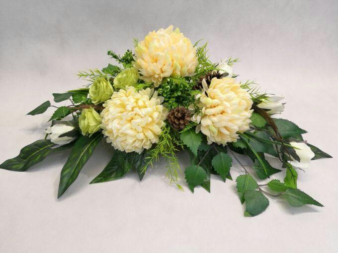 Pin By Danuta Zielinska On Christmas Party Ideas Flower Arrangements Church Flower Arrangements Sympathy Flowers