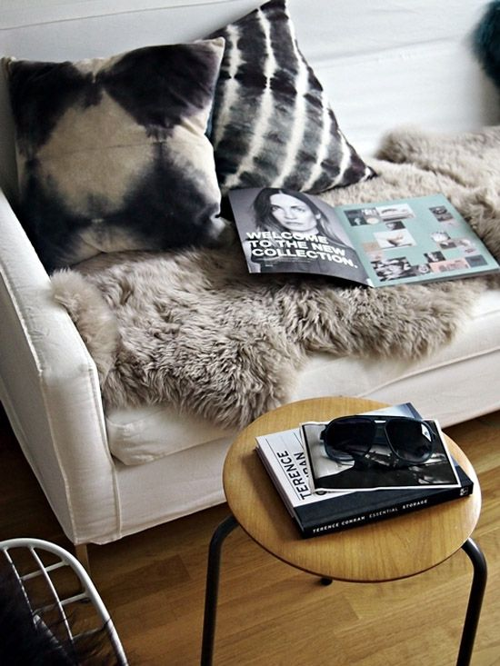 ...Decor, Couch, Interiors Design, Living Room, Fur, Ties Dyes, Tye Dyes, Throw Pillows, Black