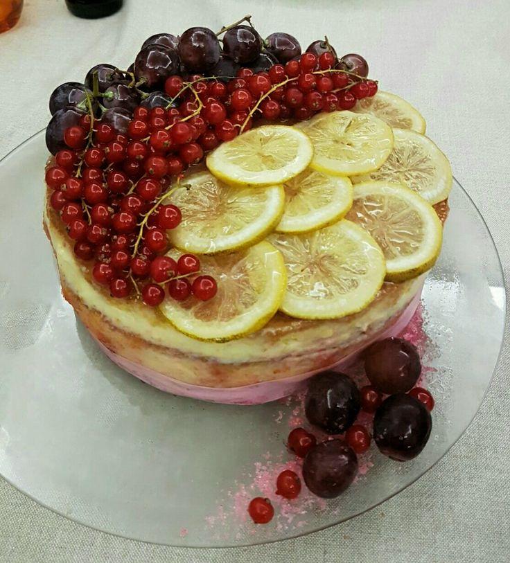 Torta con crema al limone e marmellata ai lamponi