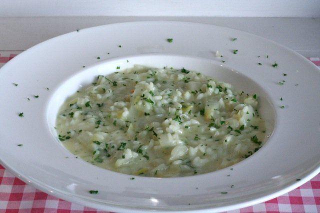 Ook de lekkerste risotto met witlof en citroen maak je gewoon helemaal zelf. Bekijk dit lekkere risotto recept met witlof op AllesOverItaliaansEten.nl