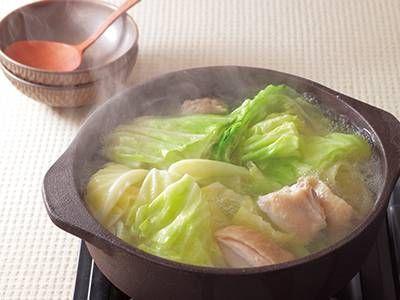 加藤 美由紀 さんのキャベツ,鶏もも肉を使った「キャベツと鶏肉の水炊き」。鶏のうまみがしみ込んだキャベツの味は、まさに最高。具材はシンプルにキャベツと鶏肉のみ。残っただしで雑炊をつくってもおいしくいただけます。 NHK「きょうの料理」で放送された料理レシピや献立が満載。