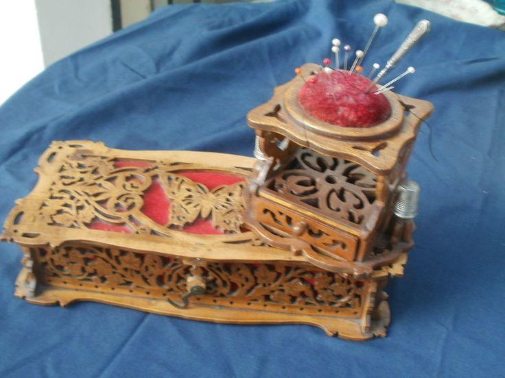 Ancienne boite necessaire couture en bois sculpt for Travailleuse boite couture ancienne