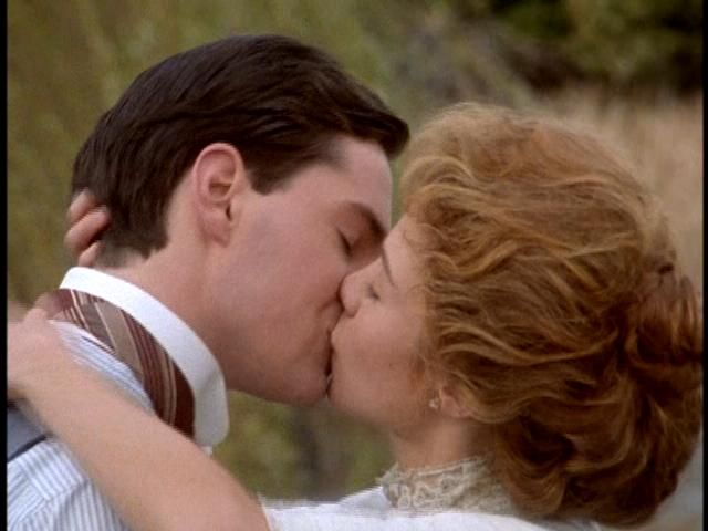 Possibly the best kiss in all movie history : ) Gil & Anne... even if you have to wait 8 hours =D