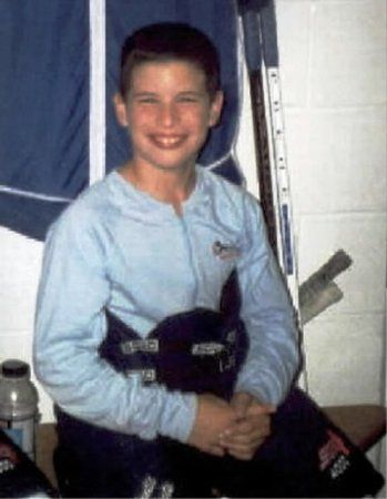 Sidney Crosby at 8 ! Awww cuute :)