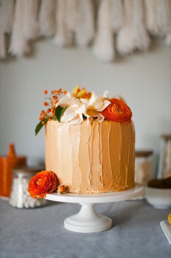 Thanksgiving Cake, can be done with any colors to create a simple, elegant cake for any occasion.