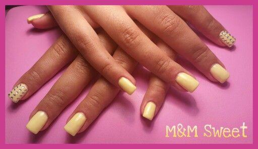 Amarelo pastel