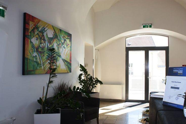 Obrazy na stěnách
