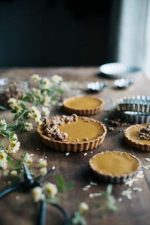 caramelized white chocolate tart with cashew brittle