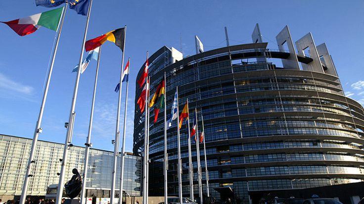 Infografía: ¿Qué países de la UE son los que más pagan a sus diputados? - RT