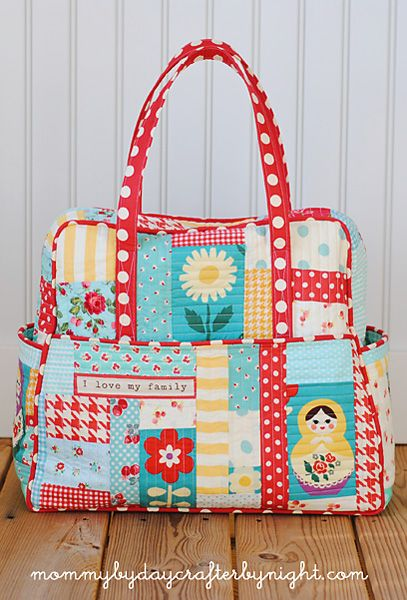 Adorable Quilted Weekender Bag using Amy Butler's Weekender Bag pattern and Elizabeth Hartman's {ohfransson.com} quilt-as-you-go patchwork technique by Charla @ Mommy By Day Crafter by Night