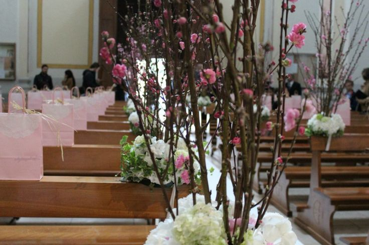 Spring blossom weddings...soo inspired by these colors. Flowers: Corflor  Italian wedding flowers