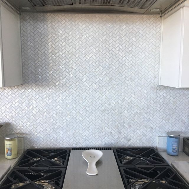 Make A Statement With Mother Of Pearl Tiles If You Are Looking For Something To Add A Personal Touch To Your Kitchen Or Bathroom Or An Pearl Tile Mosaic Tiles