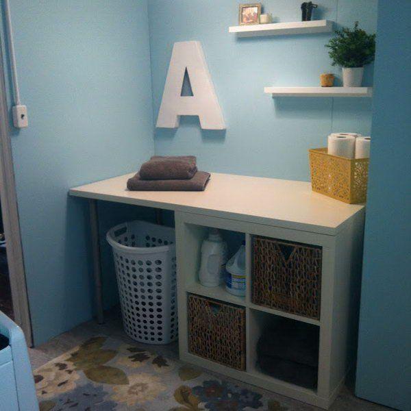 Regal mit Boxen auf Kommode stellen, für Schmutzwäsche, Handtücher etc. (an der linken Wand alte Küchenoberschränke montieren)