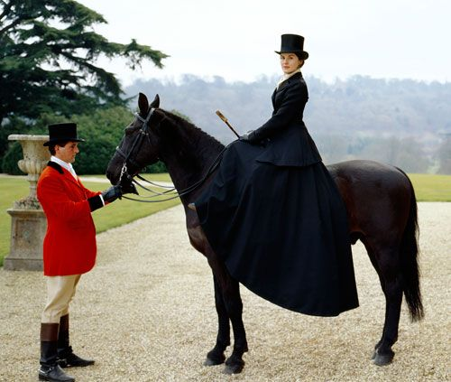 I <3 Downton Abbey on PBS! You've got to watch it every Sunday evening. : )