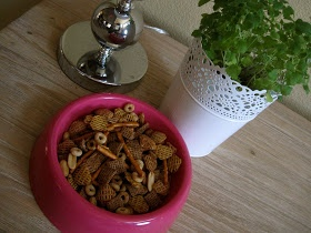 Chex mix in kitty dish