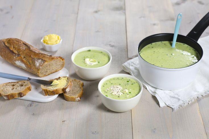 Med frosne erter liggende i fryseren, er du kun noen minutter unna en skikkelig god suppe. Middag for hele familien på 1-2-3.
