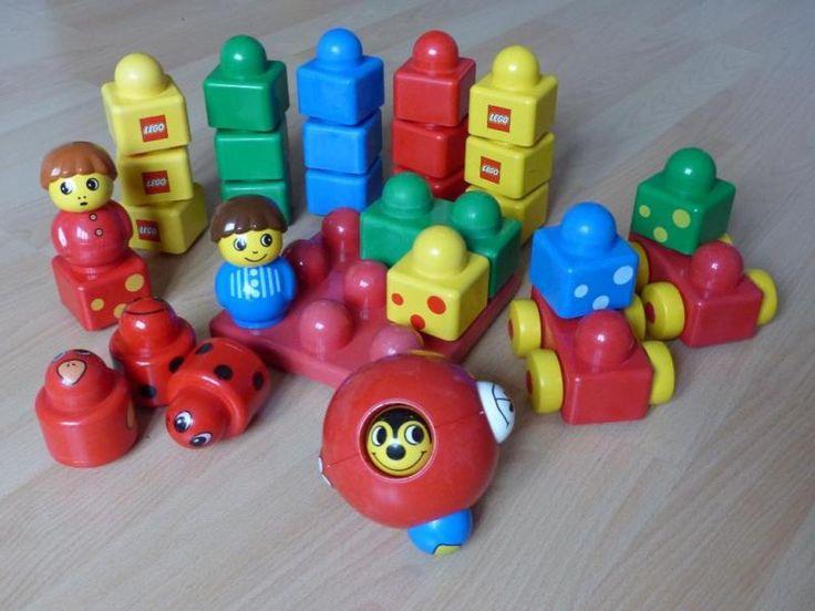Wir lösen die heißgeliebte Lego Primo-Sammlung unserer Kids auf...Im Set enthalten sind alle Grundelemente die man (Kind) zum Einstieg in die Bausteinwelt braucht.... 2 rote Wagen, 2 Männchen, 3 Rasseln, eine große Bauplatte (3x3), 1 2er-Baustein, 19 1er-Bausteine und der rote Motorikball (Insgesamt 29 Teile).Alles wurden mit großem Kindereifer bespielt und auch mit ganzem Kinderherz bei Geschwistern verteidigt - trotzallem ist Primo sehr robust und hat nur wenig von seiner ursprünglichen…