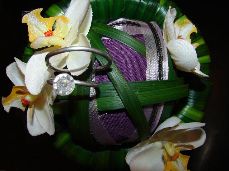 Bruidsmeisjes boeketje met trouwringen. Alternatief voor het kussentje met trouwringen.