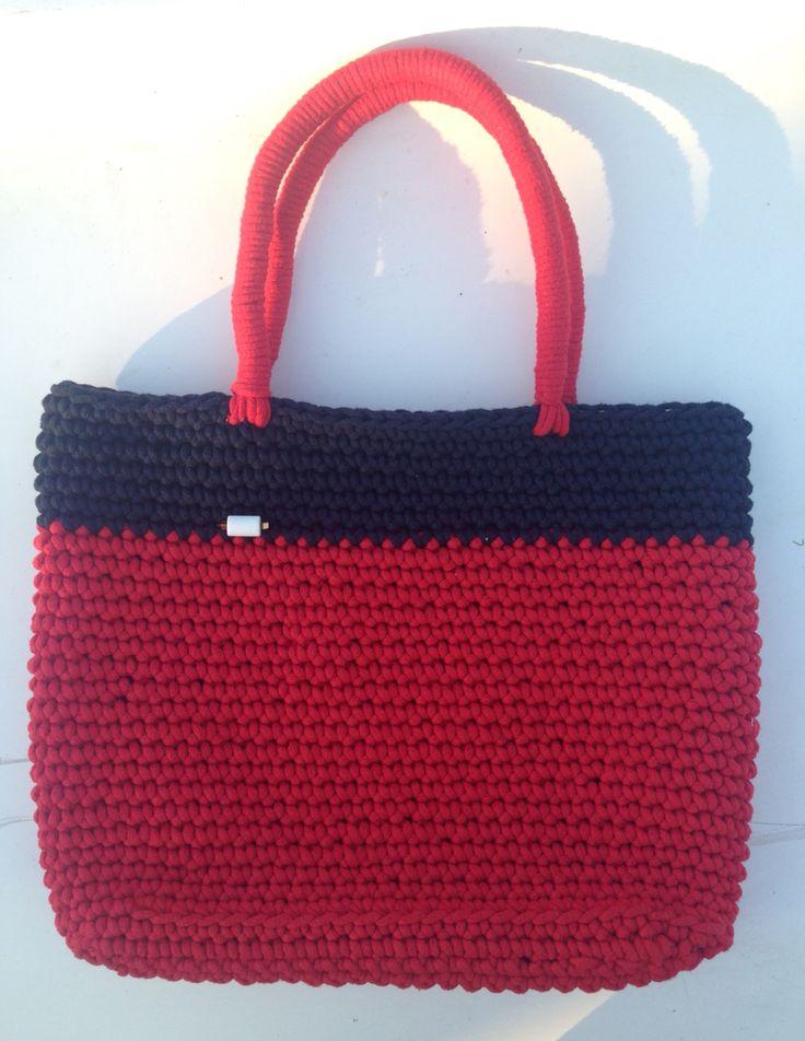 A.Matusik- torba z bawełnianego sznurka z koralem, hematytem i szklanymi koralikami Toho na jedwabnym sznurku.