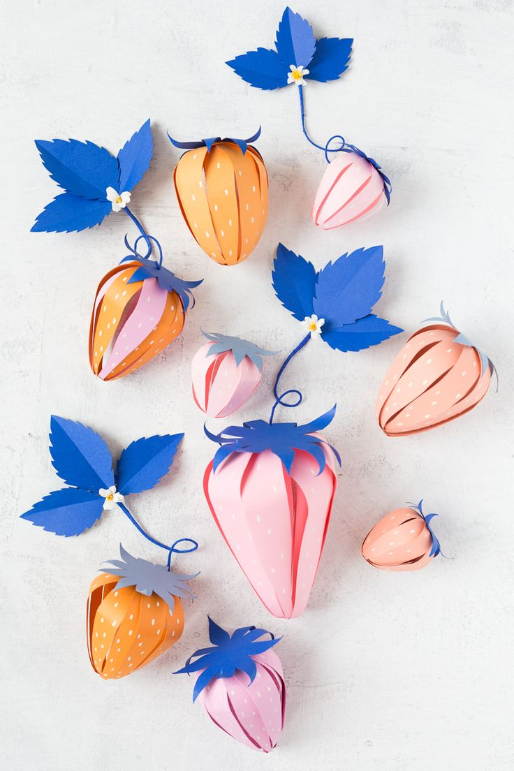 DIY: paper strawberry surprise ball (free printable template)