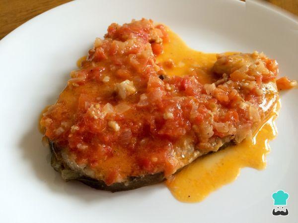 Aprende a preparar bagre en salsa con esta rica y fácil receta. El bagre en salsa criolla es una receta típica de Colombia. El bagre es un pescado con un sabor...