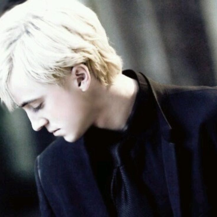 """Eu fui um tanto """"trouxa"""" ao admitir para minhas amigas que gostava do Draco Malfoy e agora eu não tenho mais paz..."""