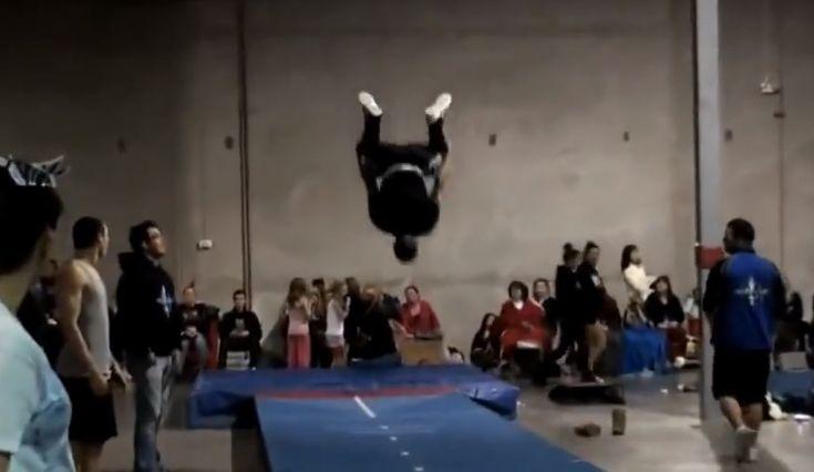 Assista as incríveis acrobacias do 'Michael Jordan dos saltos' | #AaronCook, #Acrobacias, #GinásticaOlímpica, #Mortais, #OlgaMartinez, #Saltos, #SaltosAcrobáticos, #Vídeos