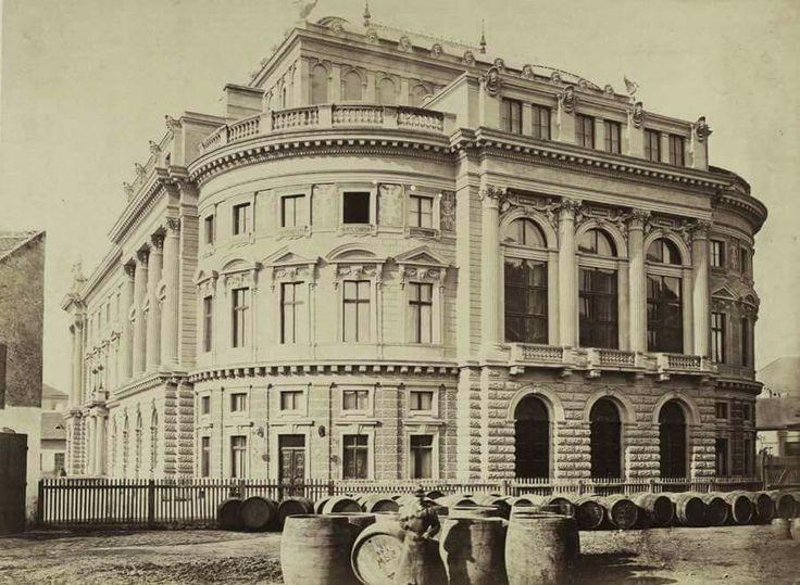 BUDAPEST VIII. Népszínház (a későbbi Nemzeti Színház) a mai Blaha Lujza téren a József körút felől nézve. A felvétel 1875 körül készült. A kép forrását kérjük így adja meg: Fortepan / Budapest Főváros Levéltára. Levéltári jelzet: HU.BFL.XV.19.d.1.05.104 évszám: 1900 képszám: 82159 Fp orig: BUDAPEST FŐVÁROS LEVÉLTÁRA / KLÖSZ GYÖRGY felvétele