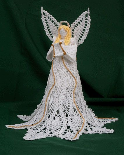 This crocheted angel is GORGEOUS! World Wide Artist Blog Hop » #Crochet Memories Blog