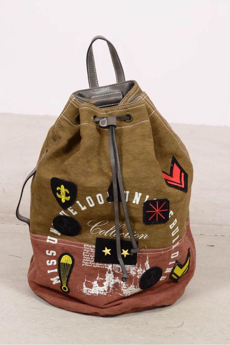 Τσάντα πλάτης με μπαλώματα eXXes.
