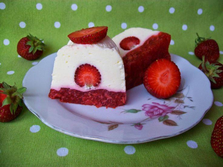 Nepečené, jednoduché a hlavně rychlé :) Jahody v kombinaci s tvarohem a želatinou vykouzlí tento skvělý dezert.